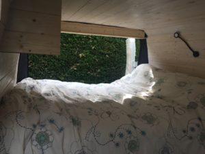 Un lit avec vue