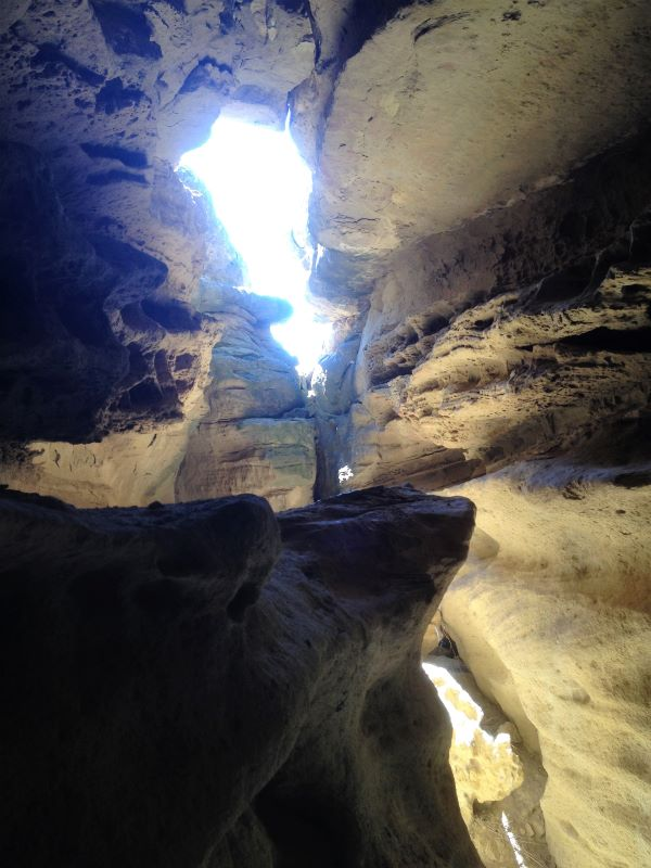 grotte pres de Piraces